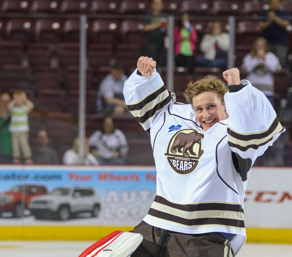 Vitek-Vanecek-first-ahl-win-hershey-bears-3